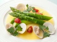 旬の食材の旨みを満喫『福島県産グリーンアスパラガス~ハマグリのバターソース~』