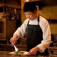 他店を利用し、料理、接客について気づいたことがあれば、自店での調理やサービスに生かしています。お客様にとってより良い店になれるよう、常に心掛けています。