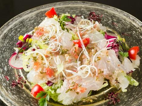 新鮮な鯛を自慢のソースで頂く『鯛のサルパチョ』