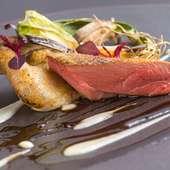 旬で美味しい、繊細な味わいを堪能『フランス産鳩のロースト ポルトの香りのソース』