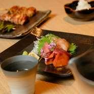 店主自ら、滋賀県の養鶏場に足を運んで惚れ込んだ「淡海地鶏」。旨みたっぷりの味わいが特徴です。程よい弾力と脂のりの良いジューシーな味わいに、きっと虜になります。