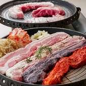 サムギョプサルは6種から1つ、鍋は3種から1つお選びいただける大満足のセット。付け合わせはおわかり自由!