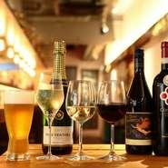 自由が丘に店を構える【奥沢食堂 ghiotto】。落ち着きもありつつカジュアルな印象のため、ちょっと大人なデートにもおあつらえ向き。ホワイトビールやハウスワインで乾杯しませんか。