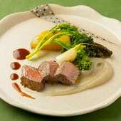 菊芋のピューレと味わう『土佐の赤毛和牛のグリル』は贅沢な一皿