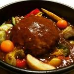 創業百余年を経ても変わらない、代々受け継がれる当時のレシピを元につくる伝統の味をご堪能ください。