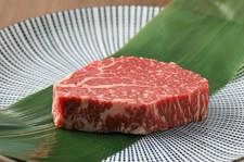 妥協を許さない熟練の目利きで厳選仕入れ! 全国各地から選りすぐった上質な牛肉を心ゆくまで愉しめる