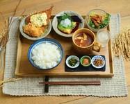 ◆かまど炊き白いご飯 ◆お供三種 ◆柚子ジュース ◆かぼちゃサラダ ◆ミネストローネ ◆肉厚アジフライ自家製タルタル ◆カニクリームコロッケ ◆豆腐とナスの揚げ浸し