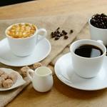 コーヒー(ICE/HOT)/紅茶(ICE/HOT)/オレンジジュース/グレープフルーツジュース/アップルジュース/ウーロン茶(HOT/ICE)