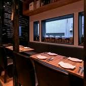 洗練された大人の空間で、美味しい料理とお酒に舌鼓