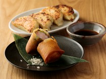 ポルチーニ茸の香り豊かな「春巻き」と、皮から手作りの「餃子」