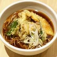 信州産の舞茸がたっぷりのった 人気のお蕎麦です♪