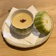 人気デザート!そば屋のそば茶プリンは味が濃厚で蕎麦の実もよいアクセント!