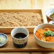 (日替わりで かつ丼、親子丼、かき揚げ丼、鉄火丼、カレー他)、小鉢、香の物、ミニそば(温or冷を選べます)
