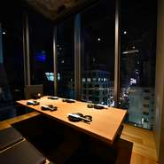テーブル席、掘り炬燵席、お座敷個室と多様なタイプの個室席をご用意しております。お気軽にお電話にてご相談ください。