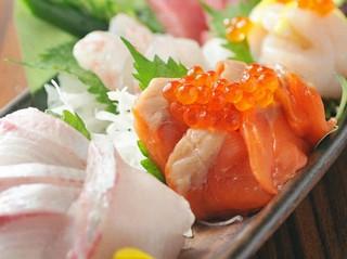 毎日仕入れるお魚は、朝採れ鮮魚を使用しております。