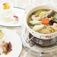 漢方医監修により薬膳鍋です。西太后が好んで食した菊花がとても綺麗なお鍋です。