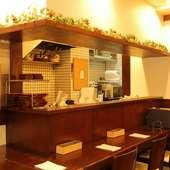 温かみのある空間で、くつろいで食事を楽しむ至福のひととき
