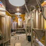 「ビールは農業」と言う店主がつくるクラフトビールは、八代産の晩白柚や芦北産のデコポンなど、熊本の農産物をふんだんに使用したオリジナル。250リットルのスロベニア産タンクを3基装備しています。