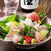 地元で獲れた新鮮な天然の魚介類を『お造り盛合せ』