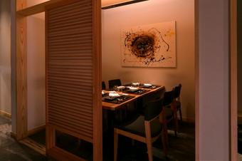 記念日など、特別な日のデートに使える個室を完備