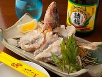 サクサク食感の『沖縄県産魚 ぐるくんの唐揚げ』と粟国の塩は絶妙な相性