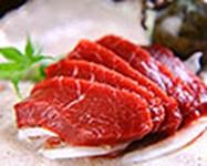 本場の熊本から直送の赤身刺しは、歯ごたえも良く噛むと旨味がどんどん広がります。