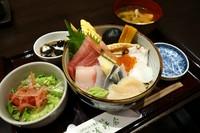 ちらし寿司・小鉢・お椀・デザート