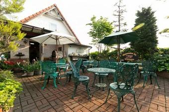 本館や別館、ガーデンテーブルなど、趣の異なるお席を用意