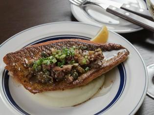 ソースの酸味が爽やかな『鮮魚のムニエル ピカントソース』