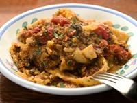 シチリアでシェフが働いていたお店のレシピを再現したリカータ風のパスタ。もちもちのパスタに、鰯とトマトをじっくり煮込んだソースが良く絡んだ、絶妙な味わいの逸品です。
