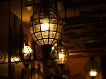 店内を優しく照らす、素敵な照明