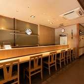 カウンターは、料理長や女将、スタッフとの会話を楽しめる特等席