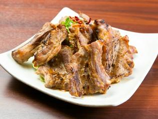 食べごたえ満点『骨付き豚カルビ』