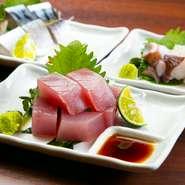 「魚」は漁港直送。鳴門海峡で水揚げされたばかりの新鮮な魚もご用意しています。また、お客さまにお安く提供することも当店の大事なテーマ。味にも価格にもこだわっています。