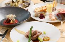 タッキーニのスペシャルコース。 こだわりのお皿を提供しております。