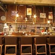 流行のニューワールドワインを中心に、常時約80種類も取り揃えられています。店長オススメは、どんな肉とも相性抜群なアメリカの赤『カーニヴォ』と、ワイン初心者にも飲みやすいドイツの白『ユルツィガー』。