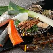 肉は九州の鹿児島や宮崎のものを中心に、全国の銘柄牛から厳選。魚介類は瀬戸内から仕入れたものが、店内の生け簀で管理されています。鮑や車海老、オマール海老、伊勢海老など、高級食材も鮮度抜群。
