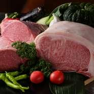 メインディッシュのステーキに使われる肉は、九州の鹿児島産や宮崎産を中心とした全国の銘柄牛。良質なサーロイン、フィレが厳選されており、口の中でとろけるような柔らかさを堪能できます。