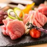 漁港直送の旬の鮮魚をご準備致しております。四季折々の食材を是非ご堪能ください。