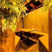 """""""庭園""""の中に隠れ家風個室が! 記念日パーティーなどにどうぞ"""