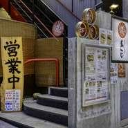 近畿の日本酒を中心に、全国各地の銘柄を選りすぐり。焼酎は芋・麦のほか、米・黒糖・泡盛など、多彩なラインナップです。定番人気のハイボールや、ソムリエ厳選のワインなども用意。好みに合う1杯に巡り合えます。