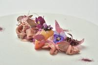 旬をシェフが表現するおまかせコース スタンダードな品数のフランス料理のフルコーススタイル。