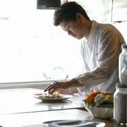料理はもちろん店の雰囲気から接客まで、全てにおいてお客様に満足していただけるものを提供するよう心がけています。笑顔でお店を後にしていただけるように、質の高いサービスでおもてなしいたします。
