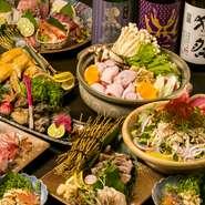 出汁、野菜、地鶏など、こだわり食材の旨みが詰まった名古屋コーチンの寄せ鍋はやみつきになる美味しさ! 『名古屋コーチンの寄せ鍋』をメインにした、贅沢かつリーズナブルな3時間飲み放題付きは大人気。