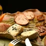 京都ならではの料理を楽しんで頂けるよう京野菜をふんだんに使用した本格フレンチを楽しんで頂けます。