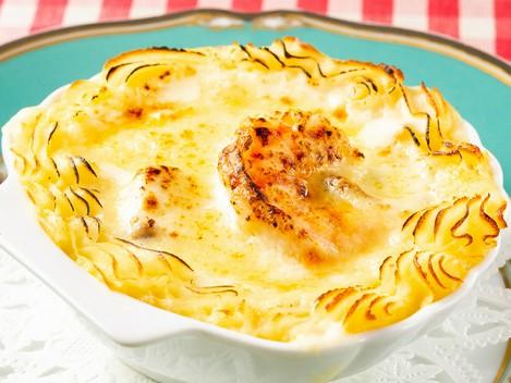 国産赤身を存分に堪能する『国産牛フィレ肉のステーキ ロッシーニ風 フォアグラ添えトリュフのソース』