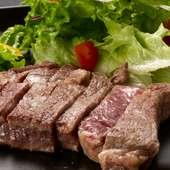 絶妙な焼き加減で、ミディアムレアに仕上げた『山陰の和牛ステーキ100g』
