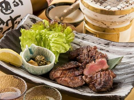 牛タンのイメージを覆す、贅沢な厚切り牛タンステーキ『名物厚切塩牛タン 特上(大)』
