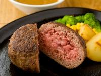 肉汁の旨味と和牛の食感のベストマッチがたまらない『和牛100%ハンバーグ』