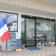 路地裏のフランス国旗を目指して